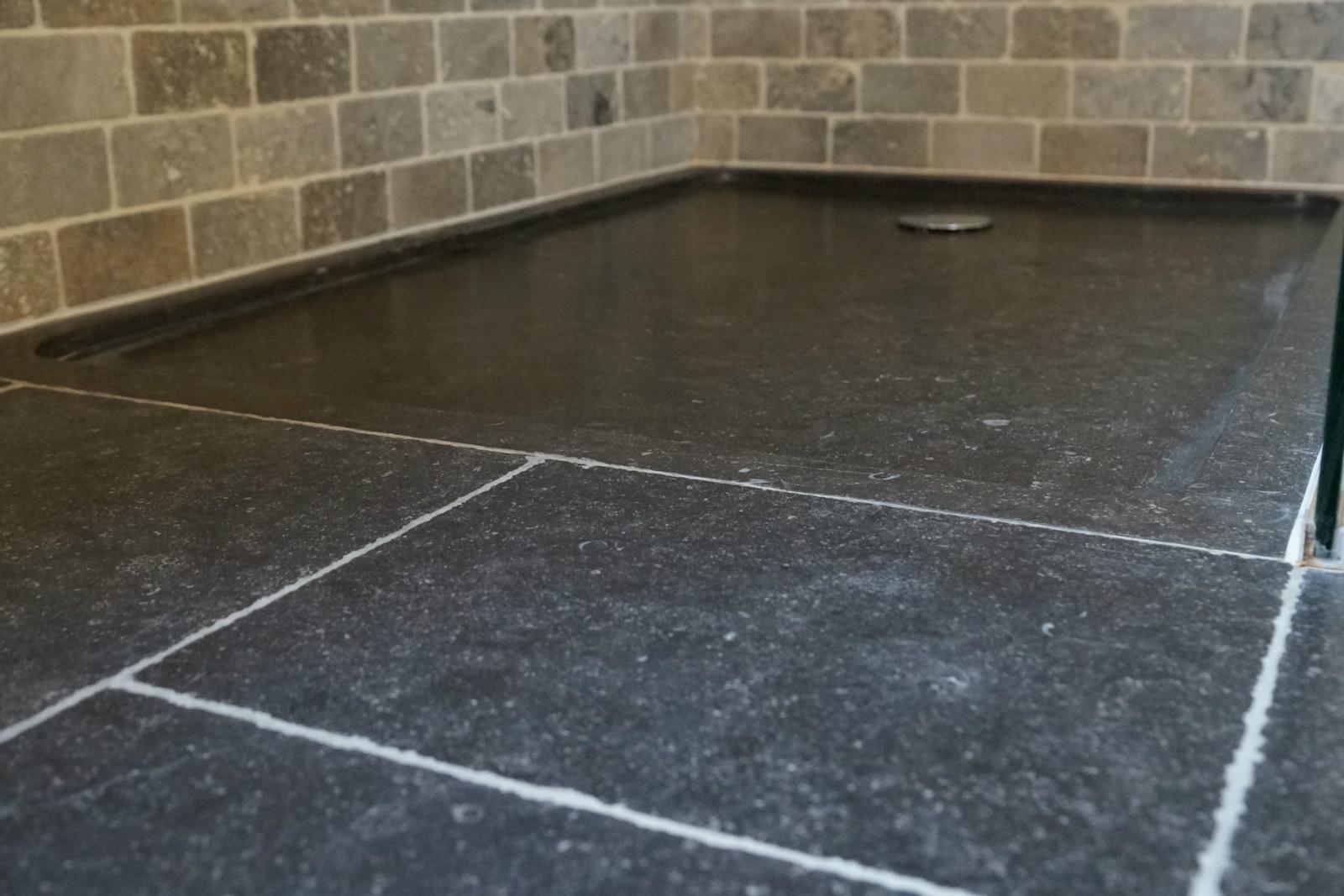 Natuurlijk Afgewerkte Badkamer : Badkamer op maat met gietijzeren bad badkamers arthur bours